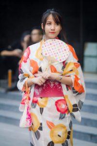 Jeune femme portant un yukata